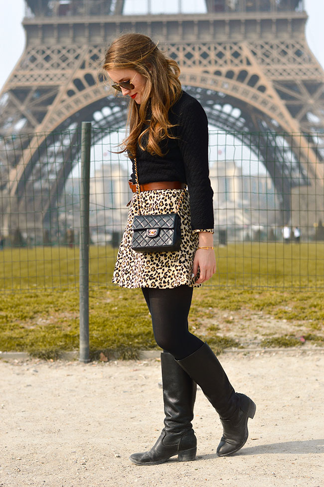eiffel tower photography, paris style, parisian style, what to wear in paris, leopard skirt. chanel crossbody, nars heatwave, tortoise shell ray bans, paris in four months