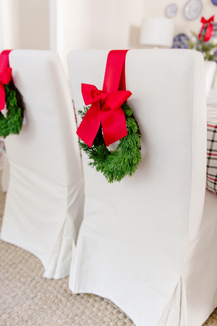 christmas chair wreath, dining room christmas decor, diy tutorial, ikea slipcovered chairs