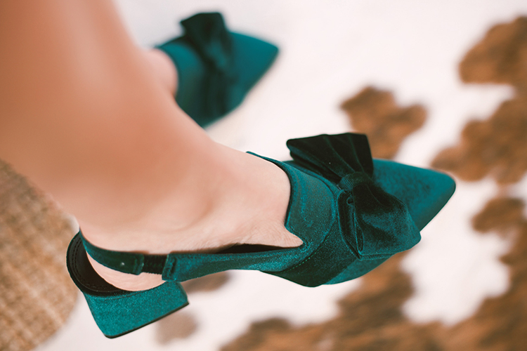 green velvet bow shoes